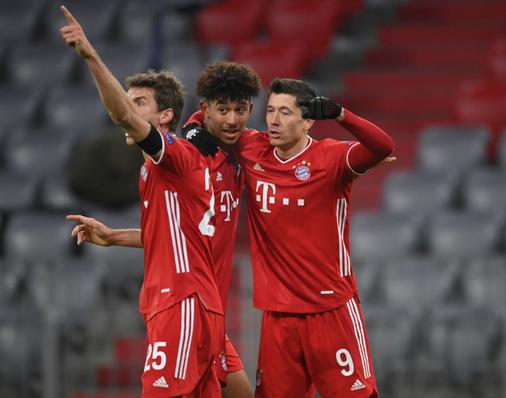 Bayern już w 1/8 finału LM! Lewandowski tchnął życie w zespół