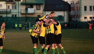 II liga: Ogniste starcie Siarki Tarnobrzeg, tłoczno na stadionie w Mielcu